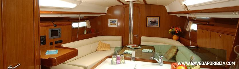 barco en ibiza, interior jeanneau 40
