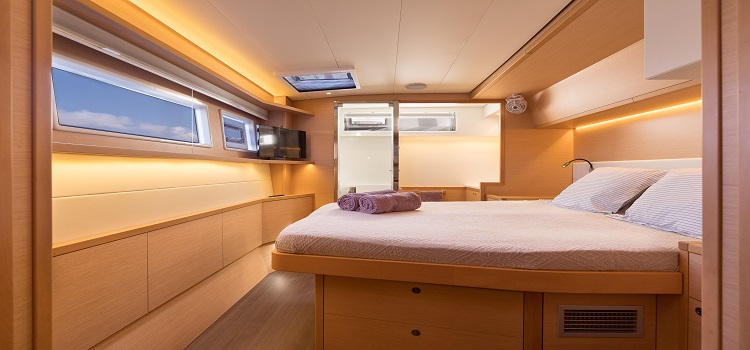 alquilar catamaran suite